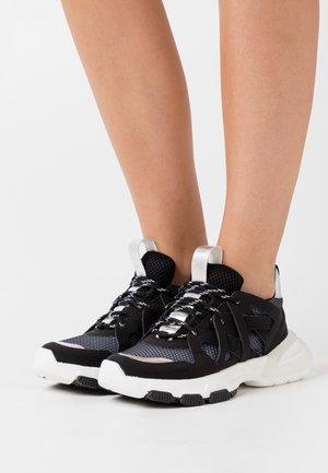 CALIA - Sneakers laag - noir/argent