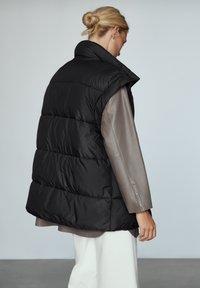 Massimo Dutti - STEP - Waistcoat - black - 2