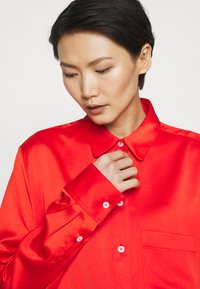 Mulberry - ADELINE BLOUSE - Button-down blouse - bride red - 4