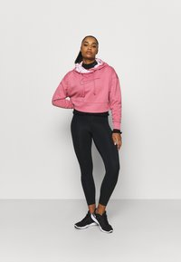 Nike Performance - ALL CROP - Jersey con capucha - desert berry/black - 1