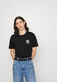 Diesel - JUST LAB UNISEX - Print T-shirt - black - 0