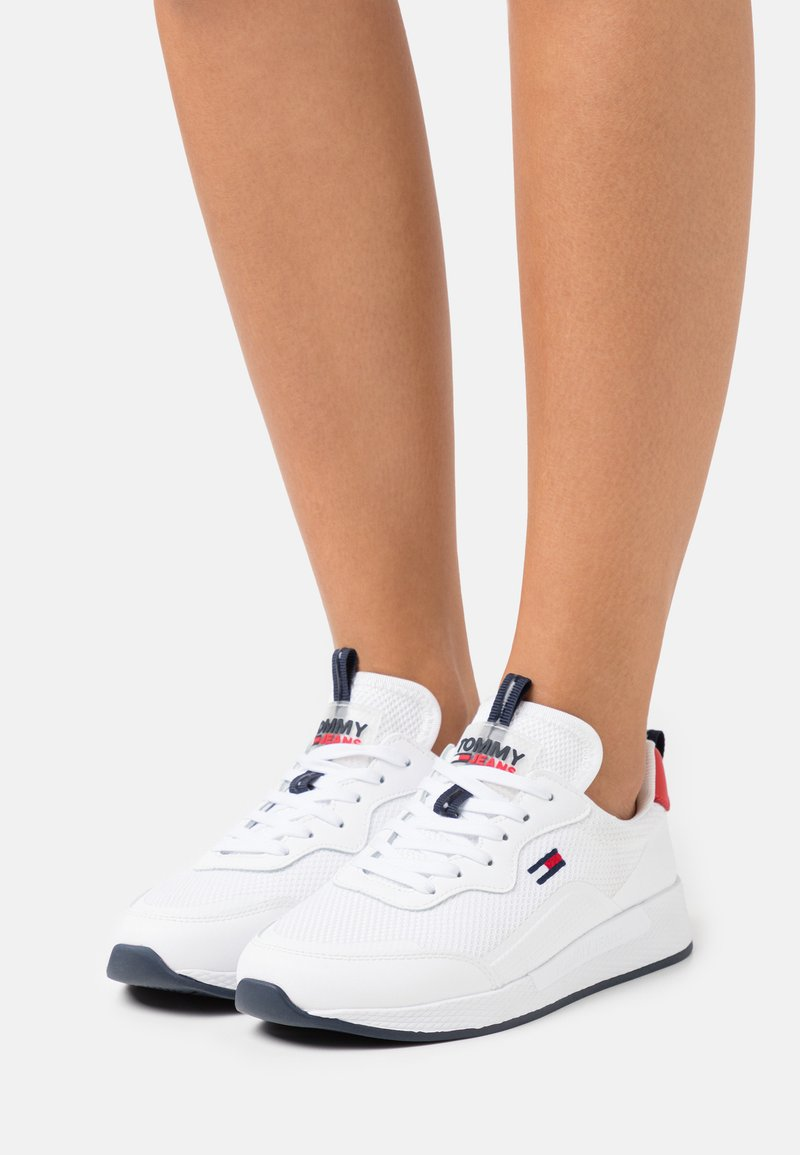 Tommy Jeans - TECHNICAL DETAIL RUNNER - Sneakersy niskie - white
