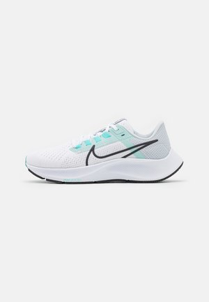 AIR ZOOM PEGASUS 38 - Chaussures de running neutres - white/oil grey/pure platinum/aurora green/light dew