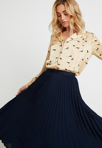 Banana Republic - PLEATED SOLID MIDI SKIRT - A-line skirt - navy - 4