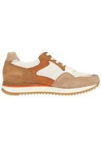 Gabor - Sneaker low - weiss/beige k(rex) - 5