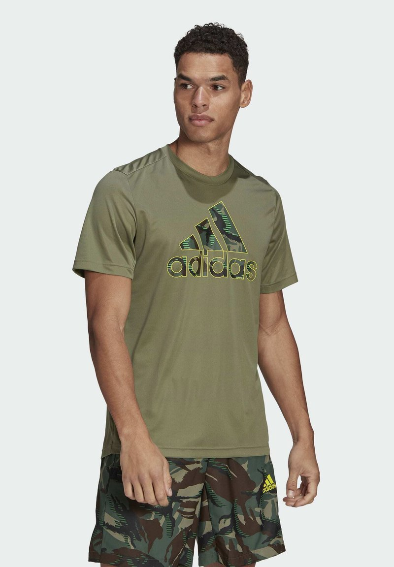 adidas Performance - CAMOUFLAGE GT2 DESIGNED2MOVE PRIMEGREEN WORKOUT GRAPHIC T-SHIRT - Print T-shirt - green