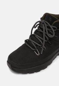 Timberland - SPRINT TREKKER MID WP ULTD - High-top trainers - black/olive - 6