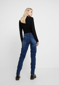 G-Star - ARC 3D LOW BOYFRIEND - Jeans relaxed fit - neutro stretch denim - 2