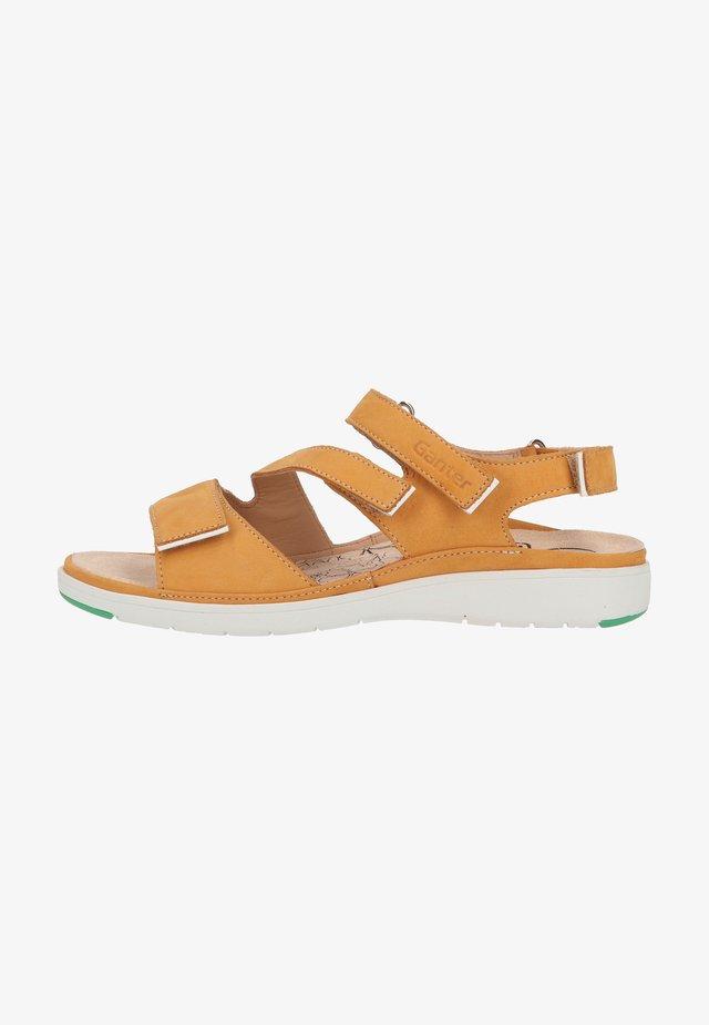 Sandalen met plateauzool - curcuma