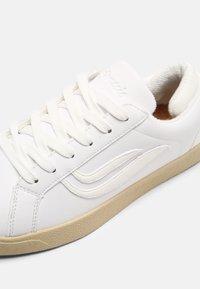 Genesis - G-HELÁ UNISEX - Sneakers basse - white - 6