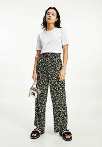 Tommy Jeans - TJW SLIM RUFFLED  - Basic T-shirt - white - 0