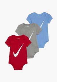 Nike Sportswear - BABY 3 PACK - Dárky pro nejmenší - university red - 0