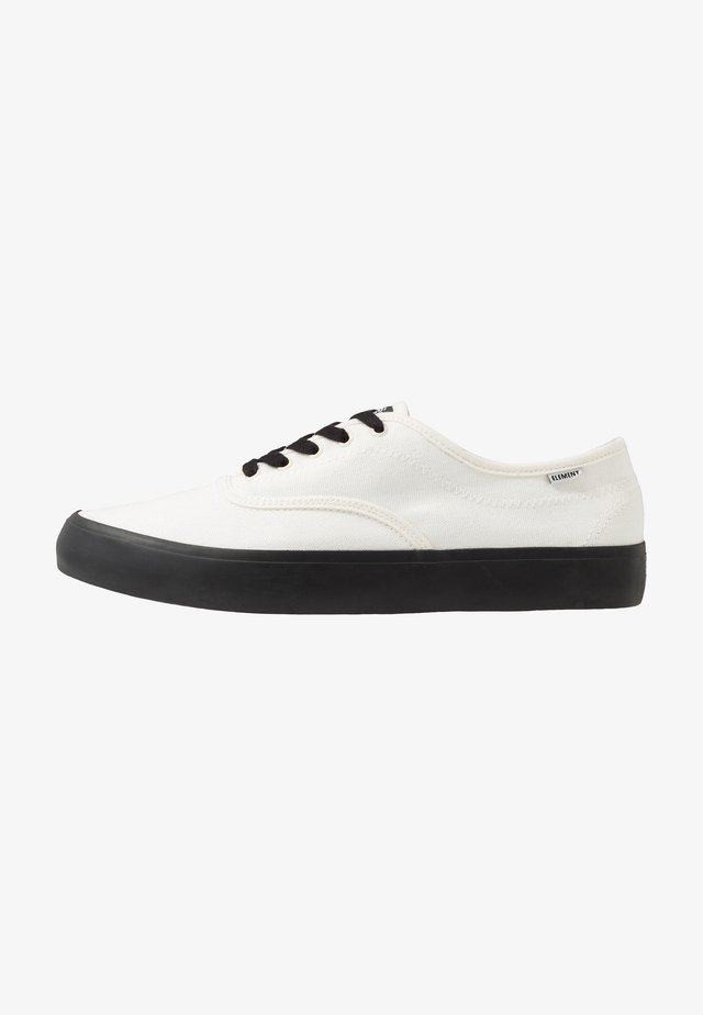PASSIPH - Skate shoes - offwhite/black