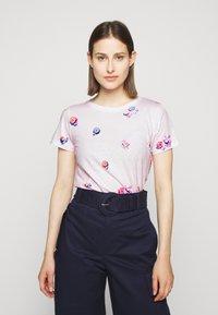 J.CREW - BEACH CHAIR ALLOVER PRINT TEE - T-shirt z nadrukiem - pink - 2