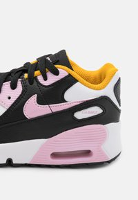 Nike Sportswear - AIR MAX 90 UNISEX - Tenisky - black/light arctic pink/white/dark sulfur - 5
