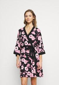 LASCANA - KIMONO - Dressing gown - black/pink - 0