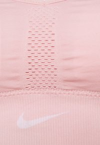 Nike Performance - INDY SEAMLESS BRA - Reggiseno sportivo con sostegno leggero - pink glaze/white - 6