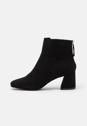 WIDE FIT BRICKS SQUARE TOE FLARED BLOCK HEEL BOOT - Classic ankle boots - black
