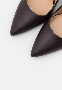 MICHAEL Michael Kors - DOROTHY FLEX - Zapatos altos - chocolate - 4