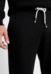 Pier One - 2 PACK - Spodnie treningowe - black/mottled light gre - 4