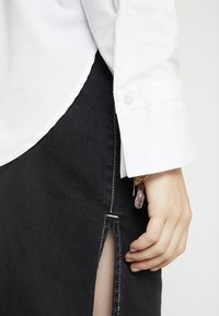 Gina Tricot - MISSY - Button-down blouse - offwhite - 6
