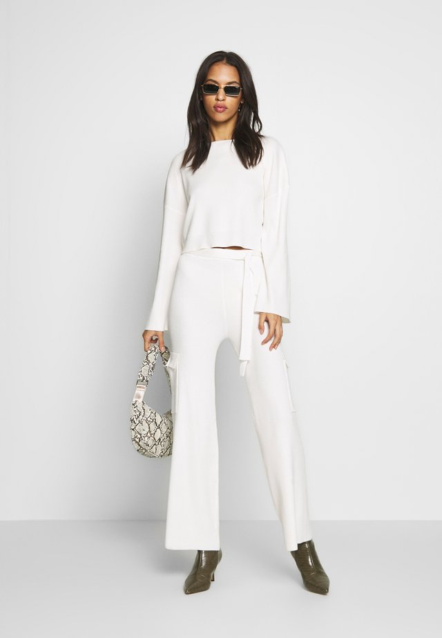 SET TOP AND TROUSERS - Jumper - white