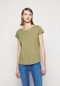 CLOSED - WOMEN´S - Jednoduché triko - green umber - 0