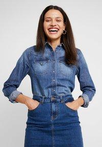 Zalando Essentials - DENIM SKIRT PENCIL - A-line skirt - blue denim - 3
