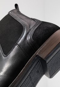 Tommy Hilfiger - ELEVATED MIX CHELSEA - Classic ankle boots - black - 5