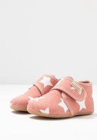 Living Kitzbühel - BABYKLETT STERNE - Chaussures à scratch - dark rose/cloud - 3