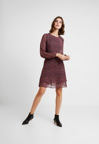 Dorothy Perkins - DITSY RUFFLE FIT AND FLARE - Day dress - purple - 1