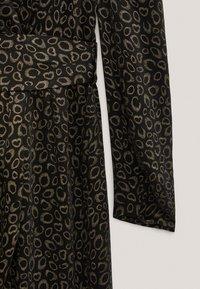 Massimo Dutti - MIT SCHULTERPOLSTERN - Day dress - black - 6
