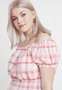 New Look Curves - CHECK MILKMAID - Triko s potiskem - pink - 4