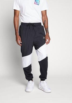 WINGS DIAMOND PANT - Teplákové kalhoty - black/white