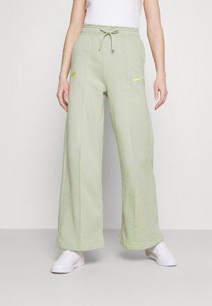 PANT - Teplákové kalhoty - olive aura