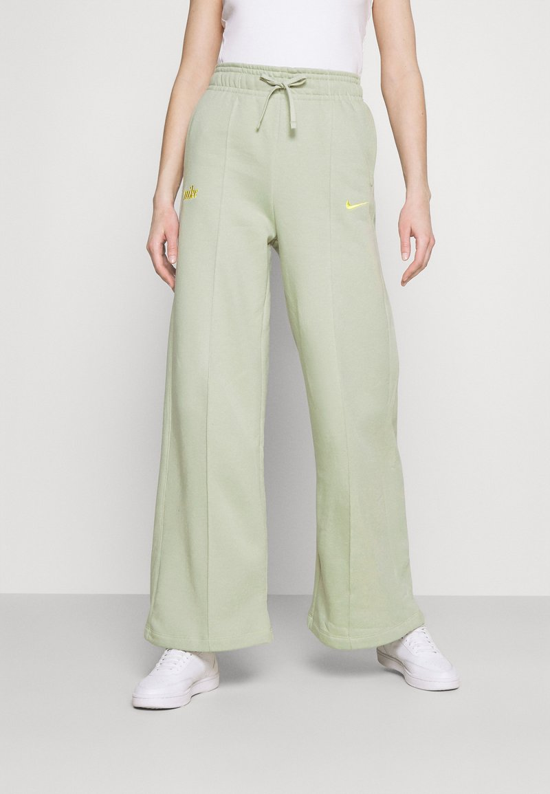 Nike Sportswear - PANT - Tracksuit bottoms - olive aura