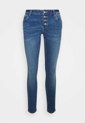 VMLYDIA SKINNY BUTTON - Jeans Skinny Fit - medium blue