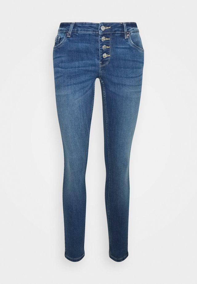 VMLYDIA SKINNY BUTTON - Skinny džíny - medium blue