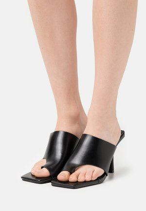 VALENTINA - Sandalias de dedo - black