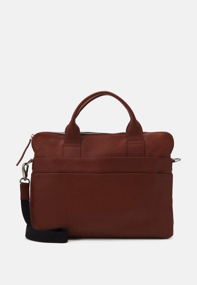 GROUND BRIEF ROOM - Briefcase - cognac