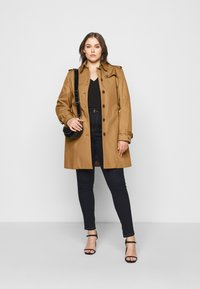 Tommy Hilfiger Curve - Trenchcoat - countryside khaki - 1