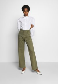 Neuw - MAGAZINE PANT - Trousers - military - 1