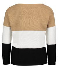 Betty Barclay - MIT COLOR BLOCKING - Jumper - camel/black - 4