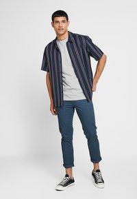 Scotch & Soda - CREW NECK TEE - Basic T-shirt - grey melange - 1