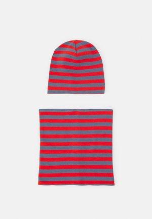 KAI HAT & SUSU ROUND SCARF SET UNISEX - Sjaal - stone blue/red