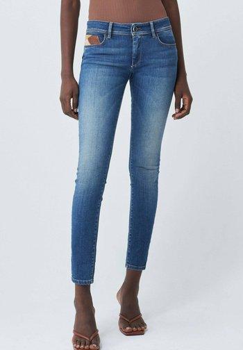 PUSH UP - Slim fit jeans - blau