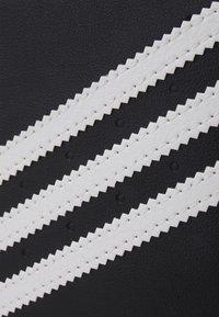 adidas Originals - Obal na telefon - black/white - 4