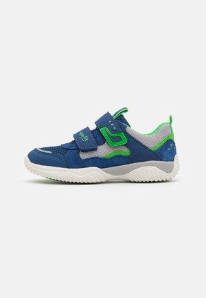 STORM - Trainers - blau/grün