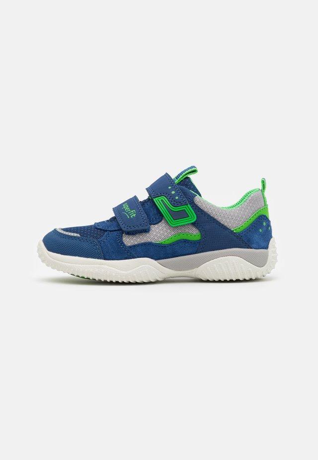 STORM - Tenisky - blau/grün