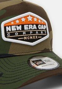 New Era - MXMXX PATCH TRUCKER - Cap - mottled olive - 3